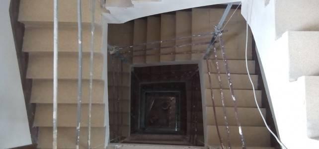 Nuevo trabajo de instalación de ascensor en antiguo edificio