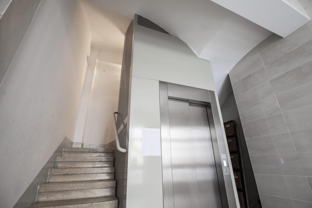 Empresa de montaje de ascensores